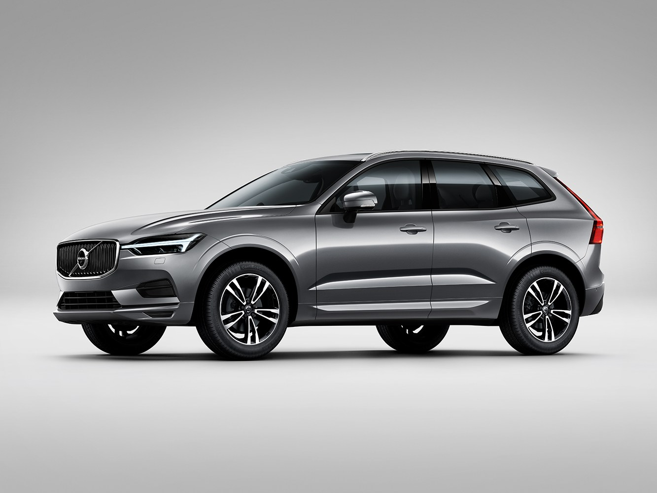 VOL-dealerwebsite-MY19-XC60-momentum