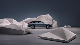262873_Studio_images_-_the_refreshed_Volvo_V90_B6_AWD_Cross_Country_in_Thunder