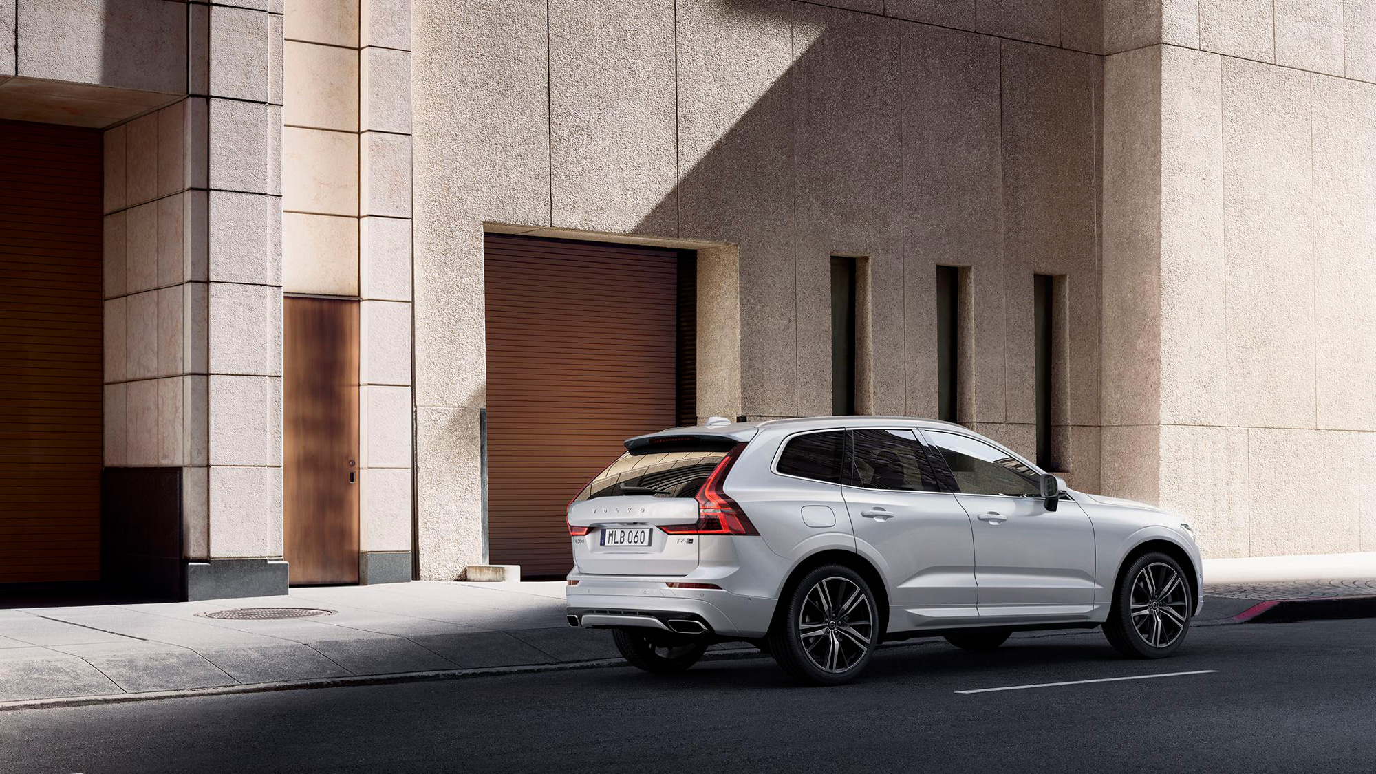 VOL-dealerwebsite-MY19-XC60-image03