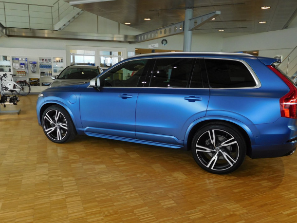 Volvo XC90 Bursting Blue matte wrapping