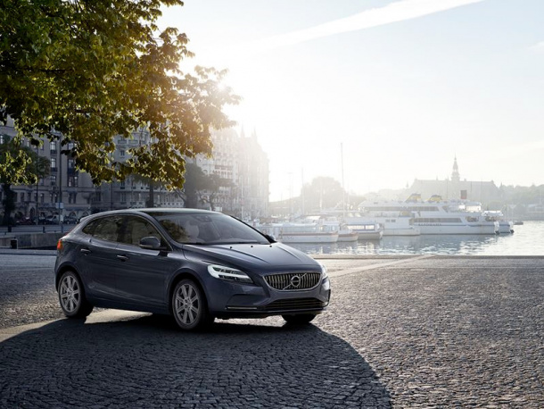 VOL-dealerwebsite-MY19-V40-image01