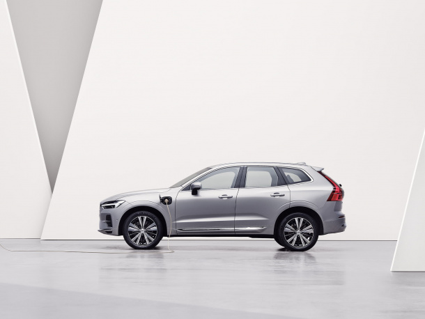 xc60-recharge-hero-4x3