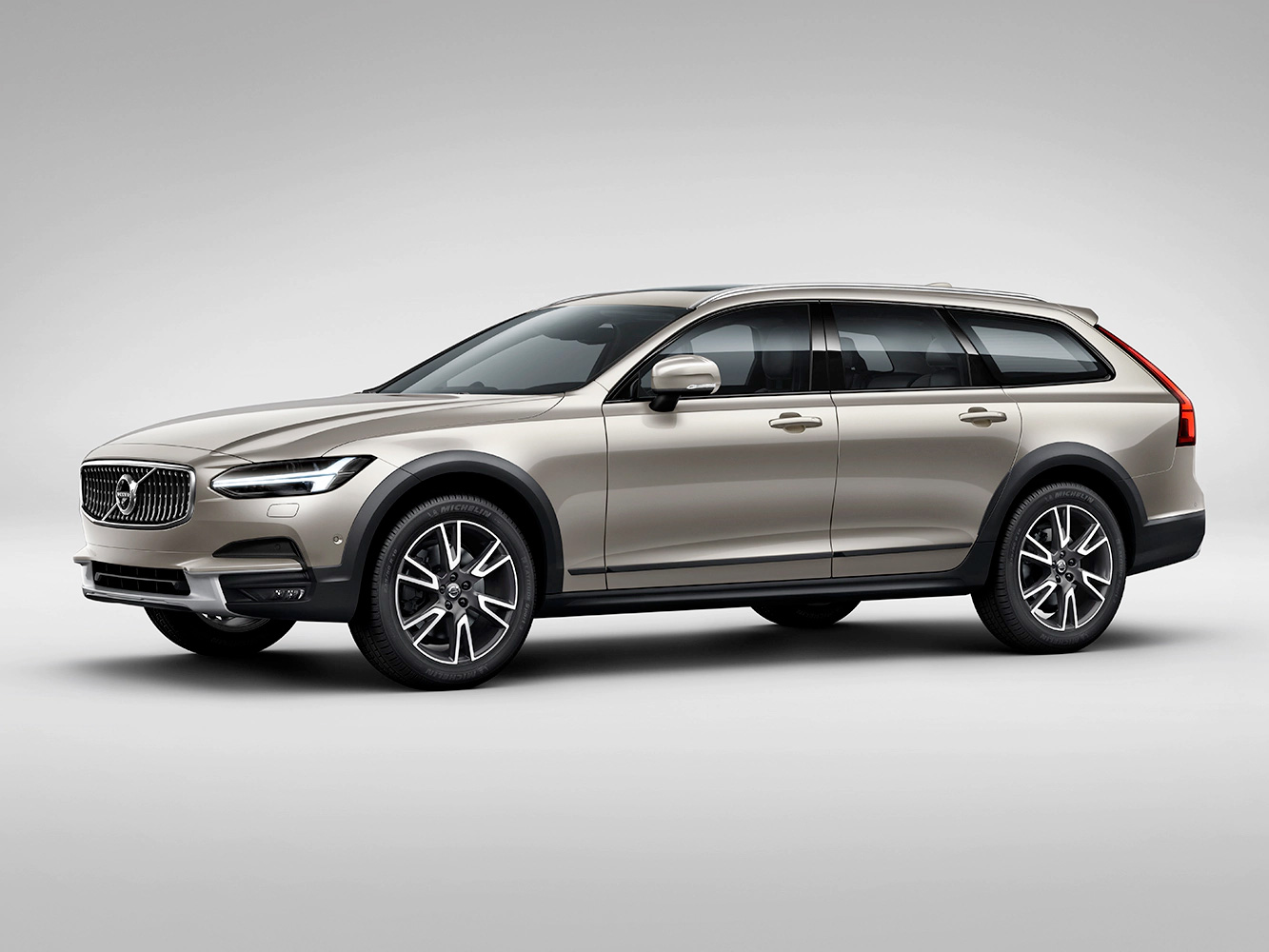 VOL-dealerwebsite-MY19-V90-crosscountry